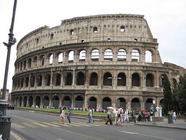 Roma_Colosseum.jpg