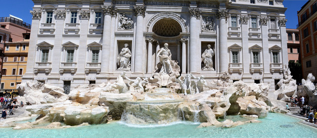 Roma_Trevi Fountain.jpg